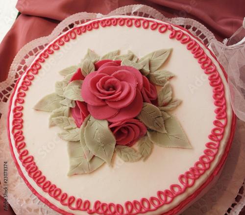 Torte mit rose aus marzipan stockfotos und lizenzfreie - Torten dekorieren mit marzipan ...