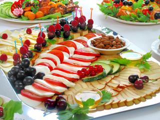 Закуска с сыром и овощами