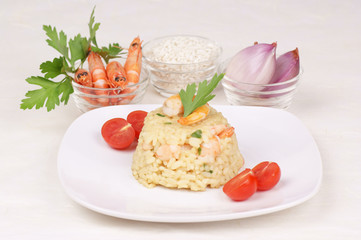 Risotto with shrimps and its ingredients