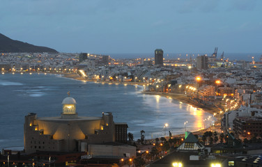 Wall Mural - The city of Las Palmas de Gran Canaria at dusk