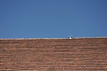 Dach na tle nieba