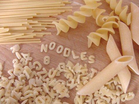 Verschiedene Nudelsorten in der Küche