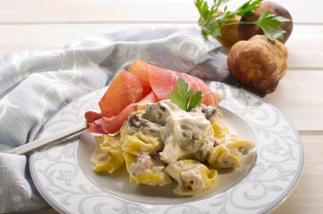 tortellini with cream sauce and cep.-tortellini panna porcini