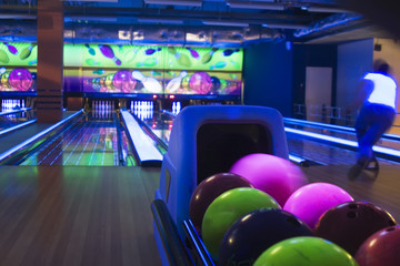 Bowling ball machine