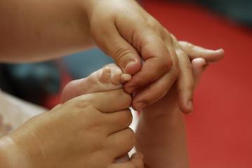 Massage bei einem Baby