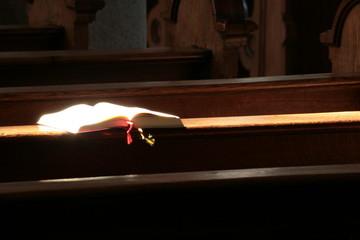 Gotteslob auf Kirchenbank