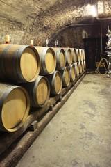 Fototapete - Weinkeller, kleine Barrique Fässer, Keller an der Mosel