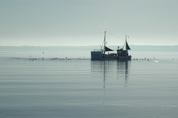 Fischkutter im Morgengrauen