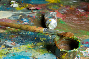 palette and oil
