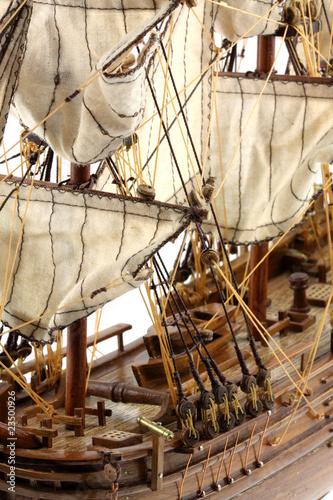pont maquette du bounty navire voiles fond blanc photo libre de droits sur la banque d. Black Bedroom Furniture Sets. Home Design Ideas
