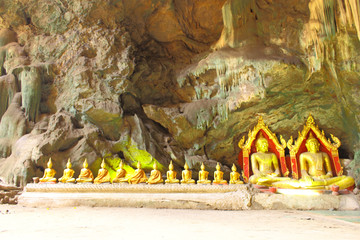 Rowed Buddha images in the cave