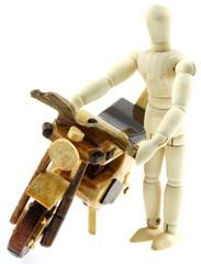 motard pantin, moto artisanale bois Madagascar, fond blanc