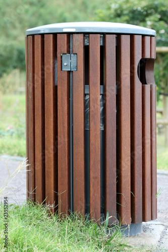 poubelle publique photo libre de droits sur la banque d. Black Bedroom Furniture Sets. Home Design Ideas
