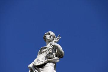 Statue d'ange sur la basilique Saint Pierre
