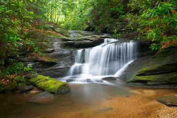 Deurstickers Watervallen Waterfalls Peaceful Nature Landscape in Blue Ridge Mountains