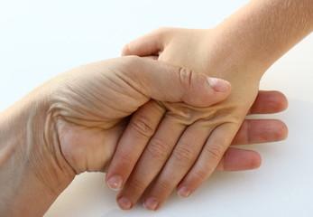 main enfant et femme