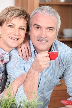 Portrait d'un couple de seniors souriants