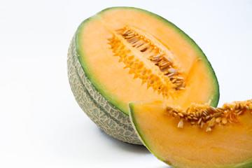ein viertel und eine halbe Zuckermelone im Querformat