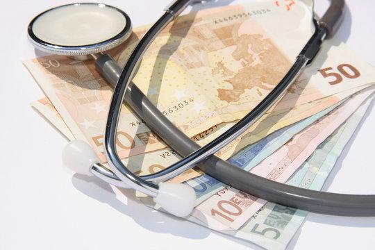 Stethoscope auf Geld