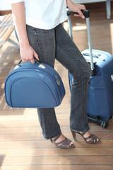 Femme avec bagageries