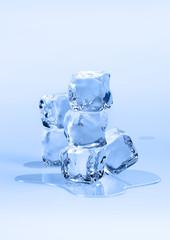 Sechs Eiswürfel
