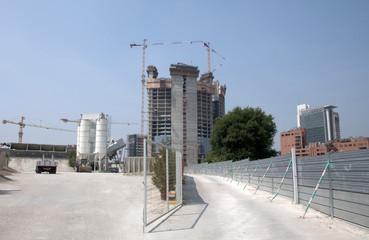 Costruzione di un grattacielo a Milano