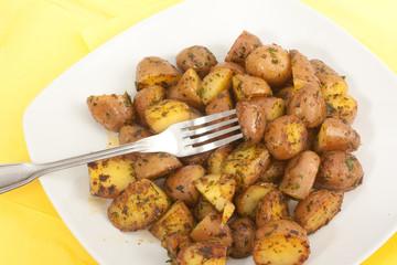 Gebratene Babykartoffeln mit Kräutern der Provence