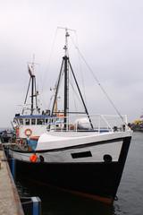 Schiff im Hafen von Warnemünde
