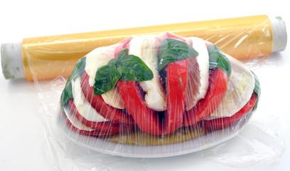 Conservare il cibo con pellicola trasparente