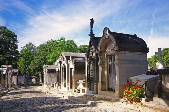 Paris, allée du cimetière du Père Lachaise