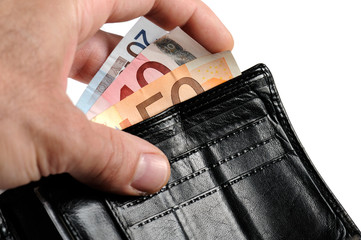 togliere le banconote dal portafoglio