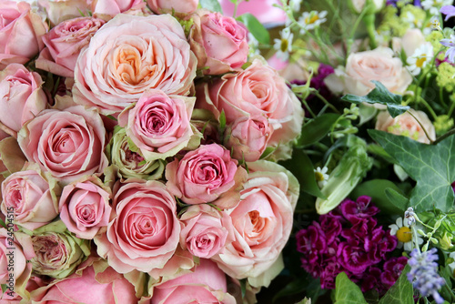 Hochzeitsstrauss Rosa Rosen Stock Photo And Royalty Free Images On