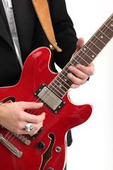 Musiker mit roter Gitarre