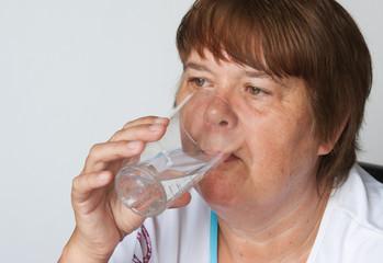 Frau beim trinken
