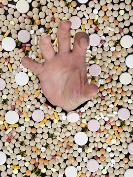 in einem meer von tabletten ertrinken