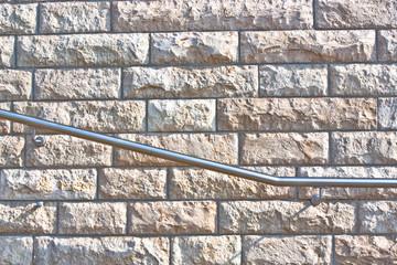 Handlauf aus Edelstahl an einer Mauer Treppe