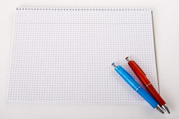 Papier und Stifte