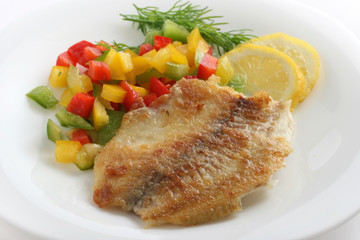 fried tilapia with cut pepper and lemon