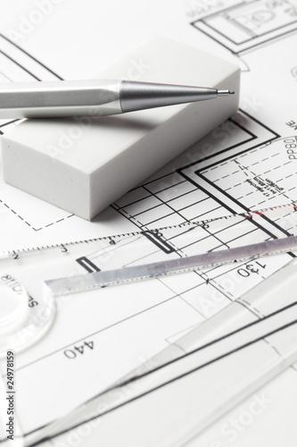 Table de dessins plan d 39 architecte photo libre de droits for Table de dessin architecte