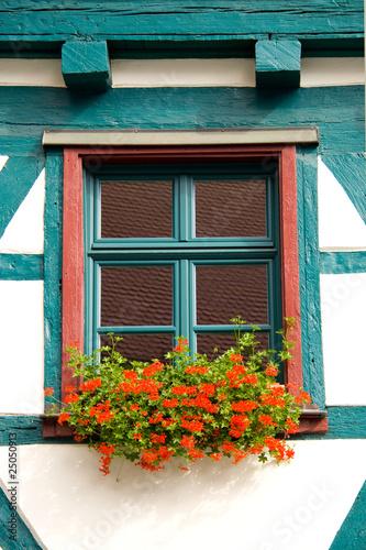 kleines fenster mit blumen stockfotos und lizenzfreie bilder auf bild 25050913. Black Bedroom Furniture Sets. Home Design Ideas
