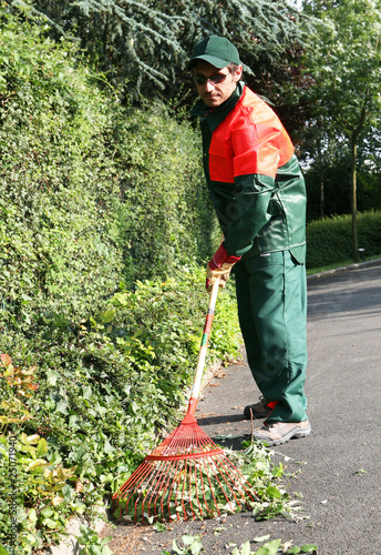 Entretien espace vert par un jardinier paysagiste for Paysagiste entretien espaces verts