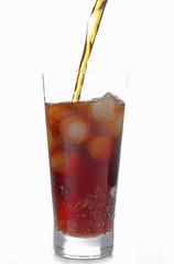 servir un verre de soda