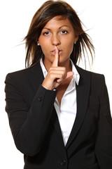 donna richiede il silenzio