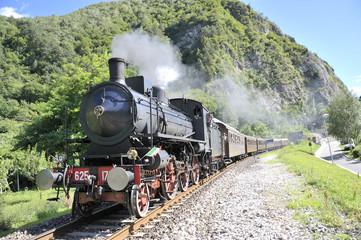 steam train locomotive un rail