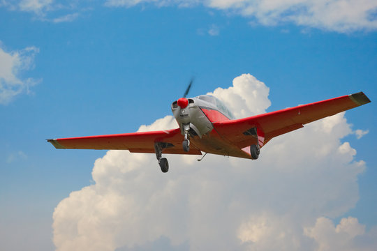 eimotoriges Propellerflugzeug