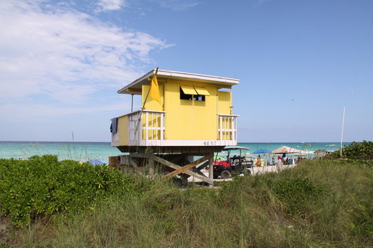 Bunte Strandhütte in Miami Beach