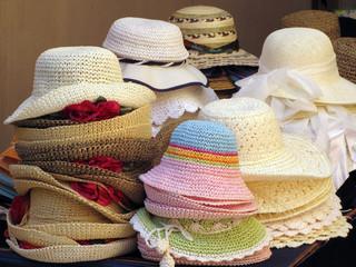 bancarella di cappelli