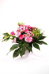 Rosa Blumenstrauß in Glasvase