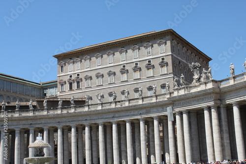 Citt del vaticano palazzo apostolico roma immagini e fotografie royalty free su fotolia - Camera da letto del papa ...
