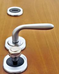 Maniglia e serrature di una porta blindata